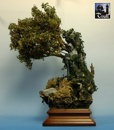 Base mit Statue