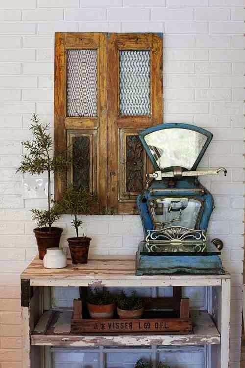 STara, niebieska waga, dekoracja vintage i shabby chic