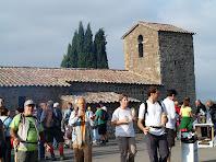 Esmorzant davant l'ermita de Sant Cugat de Gavadons