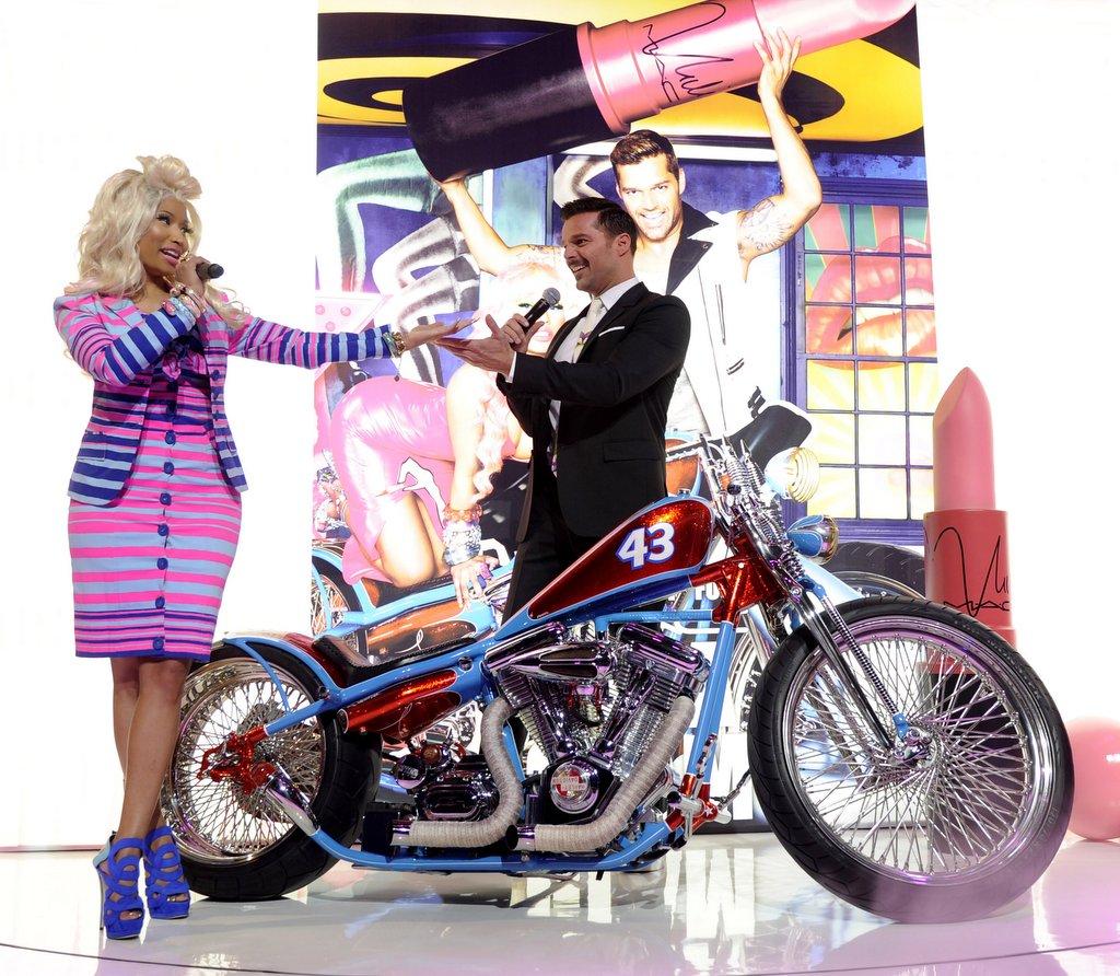 http://3.bp.blogspot.com/-k6CB6Sqr_iE/T7pHQvXCkeI/AAAAAAAAOnE/BkHCTFM5U9Y/s1600/Nicki-Minaj-Ricky-Martin-MAC-Viva-Glam-3-Wireimage1-001.jpg