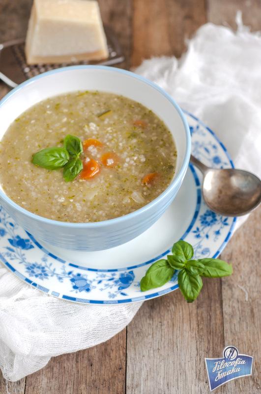 Zupa jarzynowa z kaszą jęczmienną i pesto