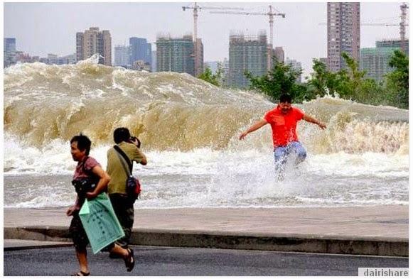 Fenomena Ombak Ganas Seperti Tsunami Di China Yang Menggerunkan