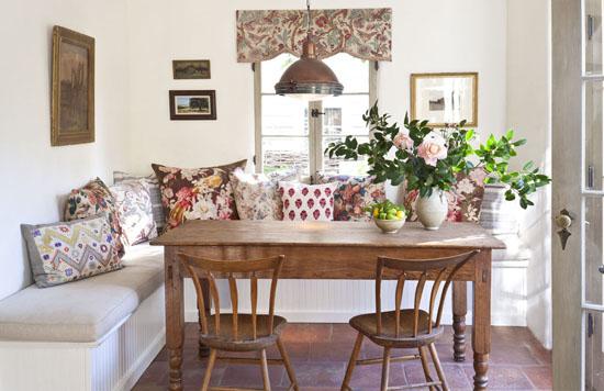 Banco De Sala De Jantar ~ Isso!!! A gente ama Sofá como banco de mesa, cadeiras românticas
