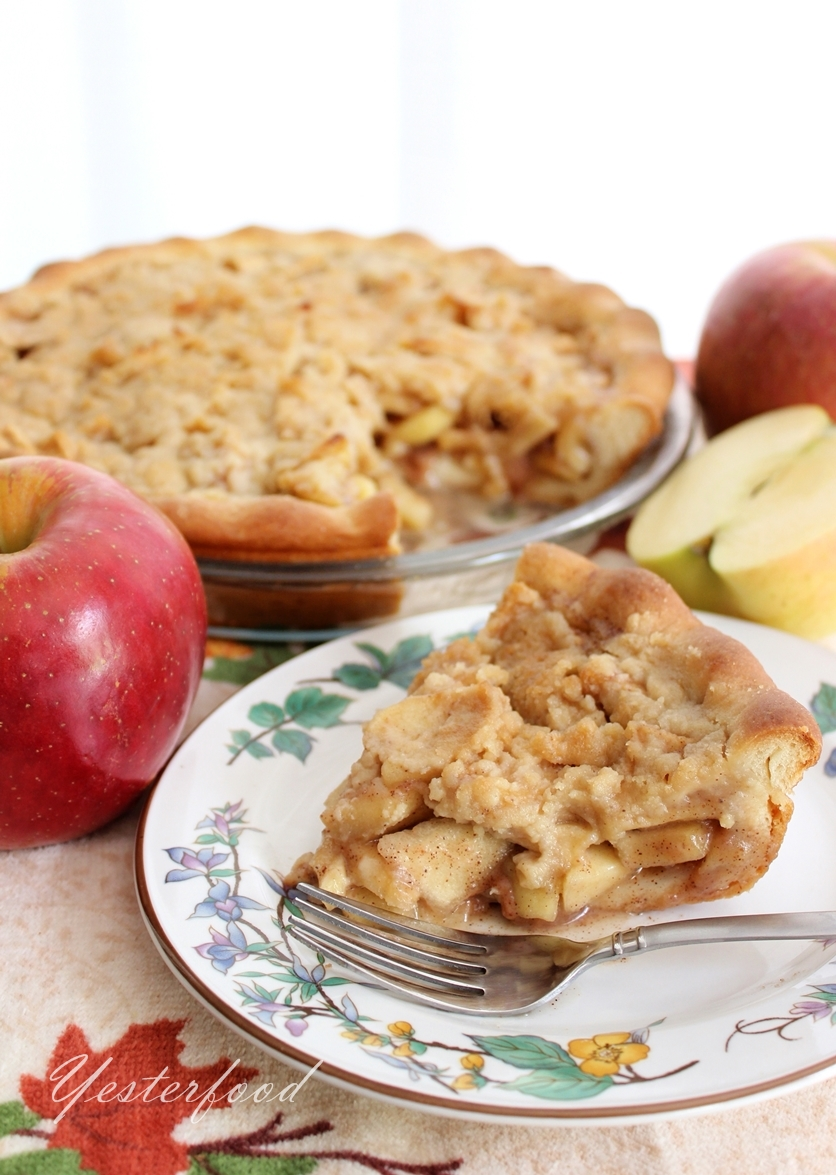 Yesterfood : Streusel Apple Pie with Yeast Pie Crust