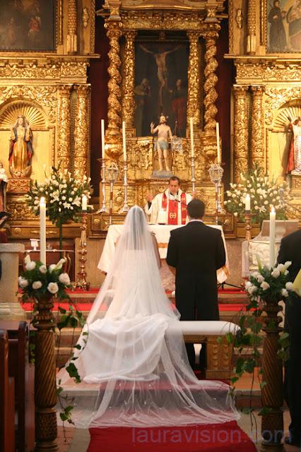 Iglesias en Bogotá para bodas: Iglesia Santa Bárbara de Usaquén