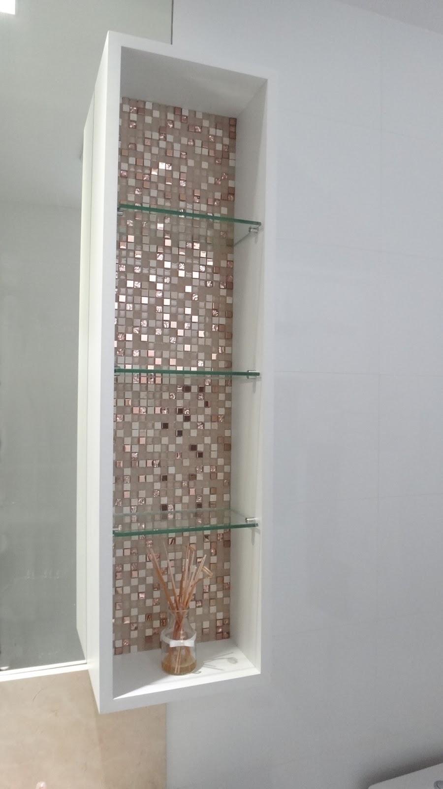 Belenetto  Marcenaria Personalizada Banheiro  portas espelhadas e detalhe  -> Banheiro Com Detalhe Em Pastilha De Vidro