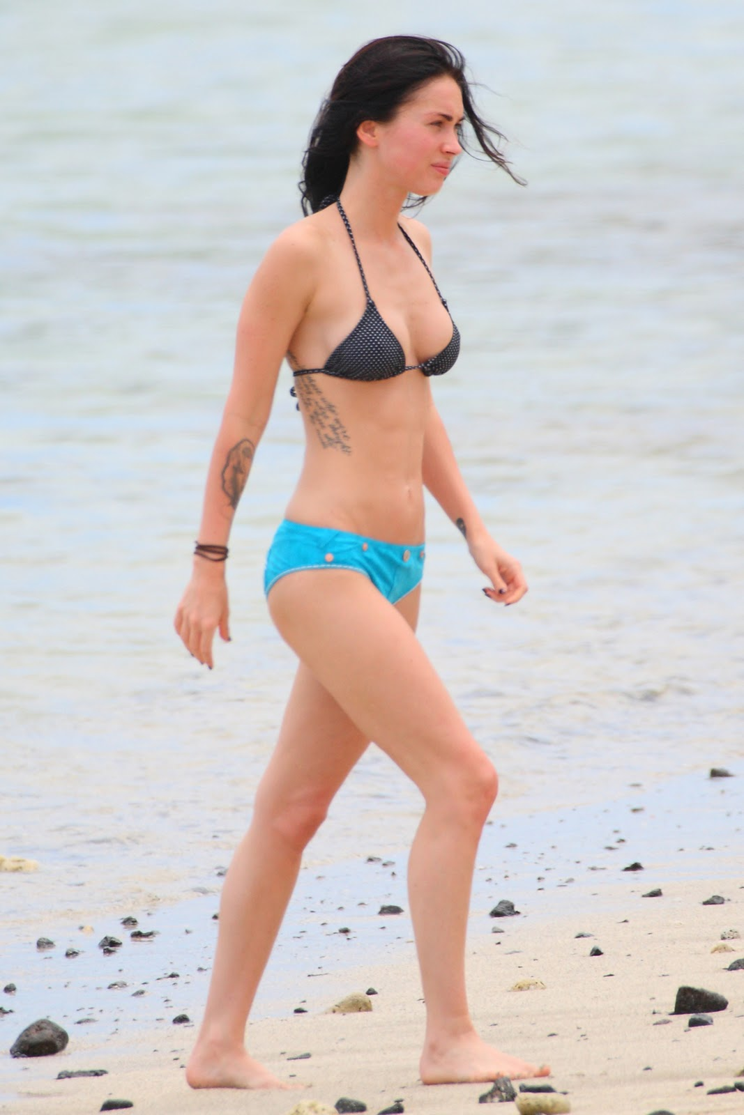 http://3.bp.blogspot.com/-k7YbhoK5Lro/TcTs2yXbR8I/AAAAAAAAAig/YdLxJ3lcYPI/s1600/Megan-Fox-bikini_pics.jpg