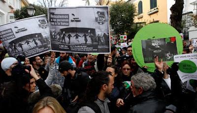 Protestas contra los desahucios en el domicilio de la vicepresidenta