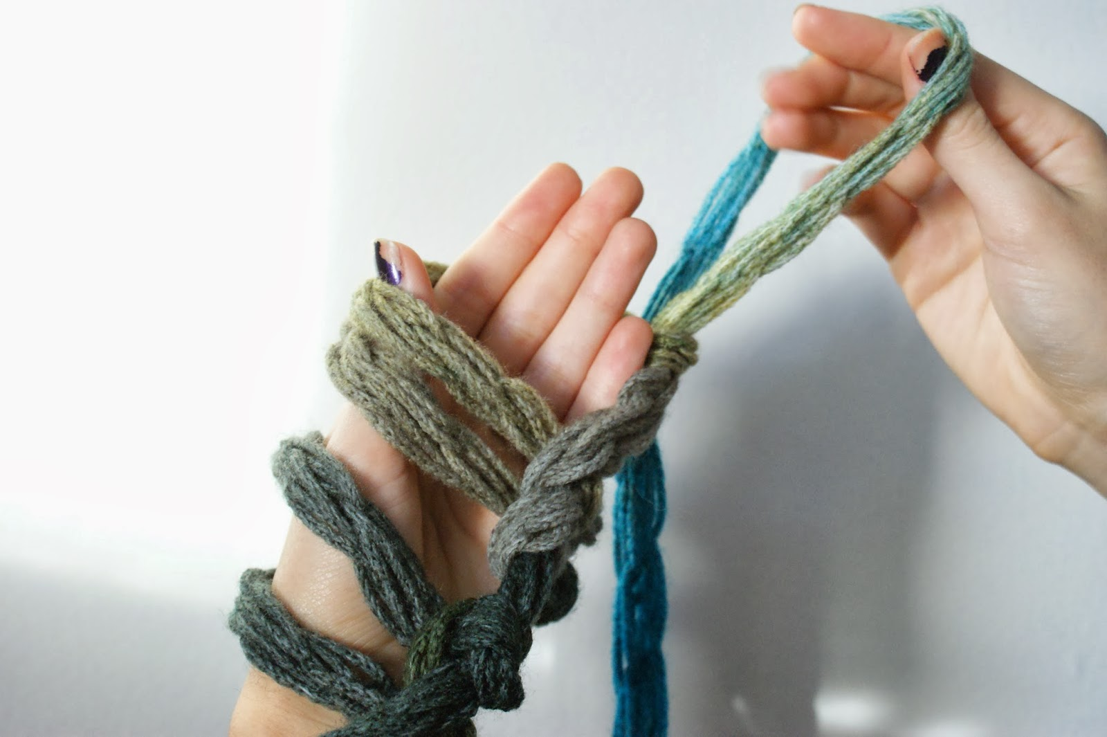 Knitting Without Needles Tutorial : Arm knit infinity scarf tutorial poverty luxe