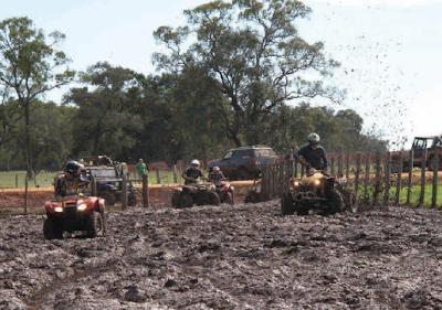 Jeeps e quadriciclos participam no Bonito na Trilha