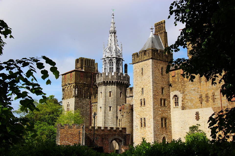 cardiff castle, Visiting Wales on a Budget