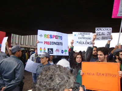 mais respeito, menos preconceito & Democracia Real no Brasil