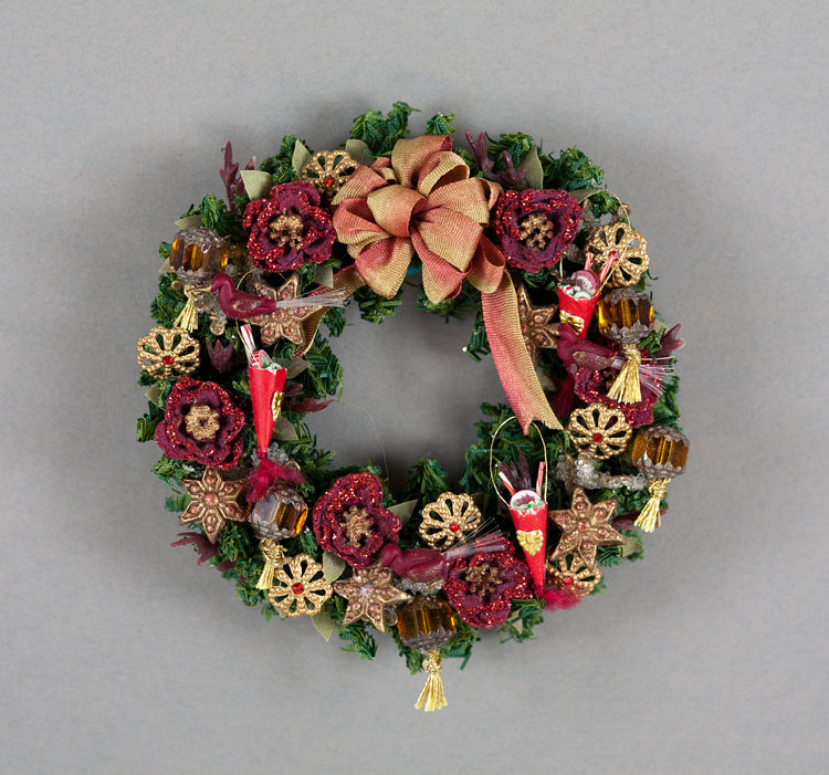 Good sam showcase of miniatures at the show holiday for Christmas swags and garlands to make