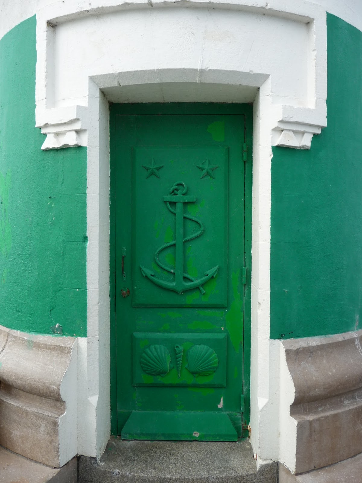 A french education the green door for Green french doors
