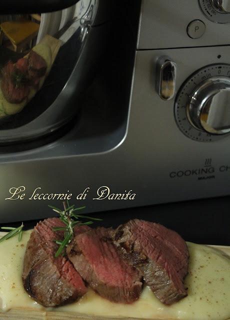 medaglioni di carne a lunga cottura su salsa di patate