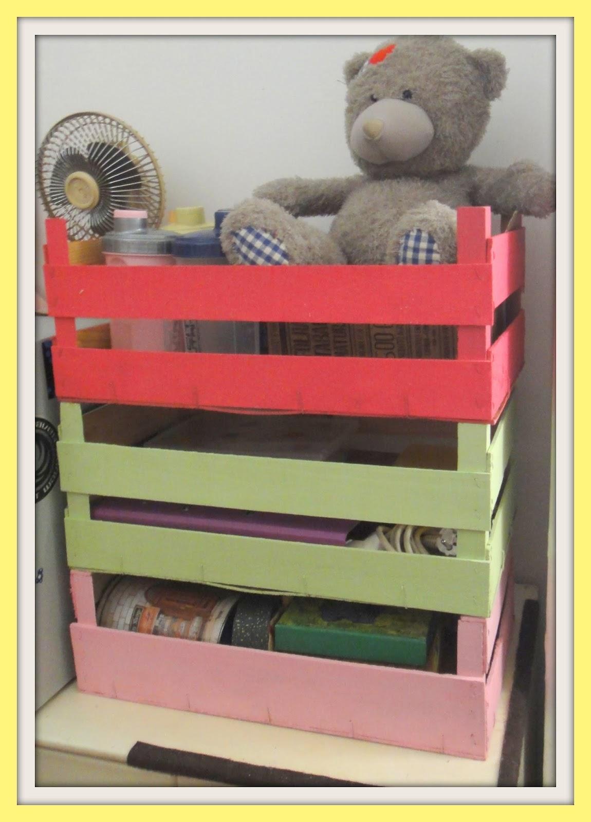 Must Be Pink!: Continuando a Reciclar Caixas de Frutas . #A89E23 1150x1600