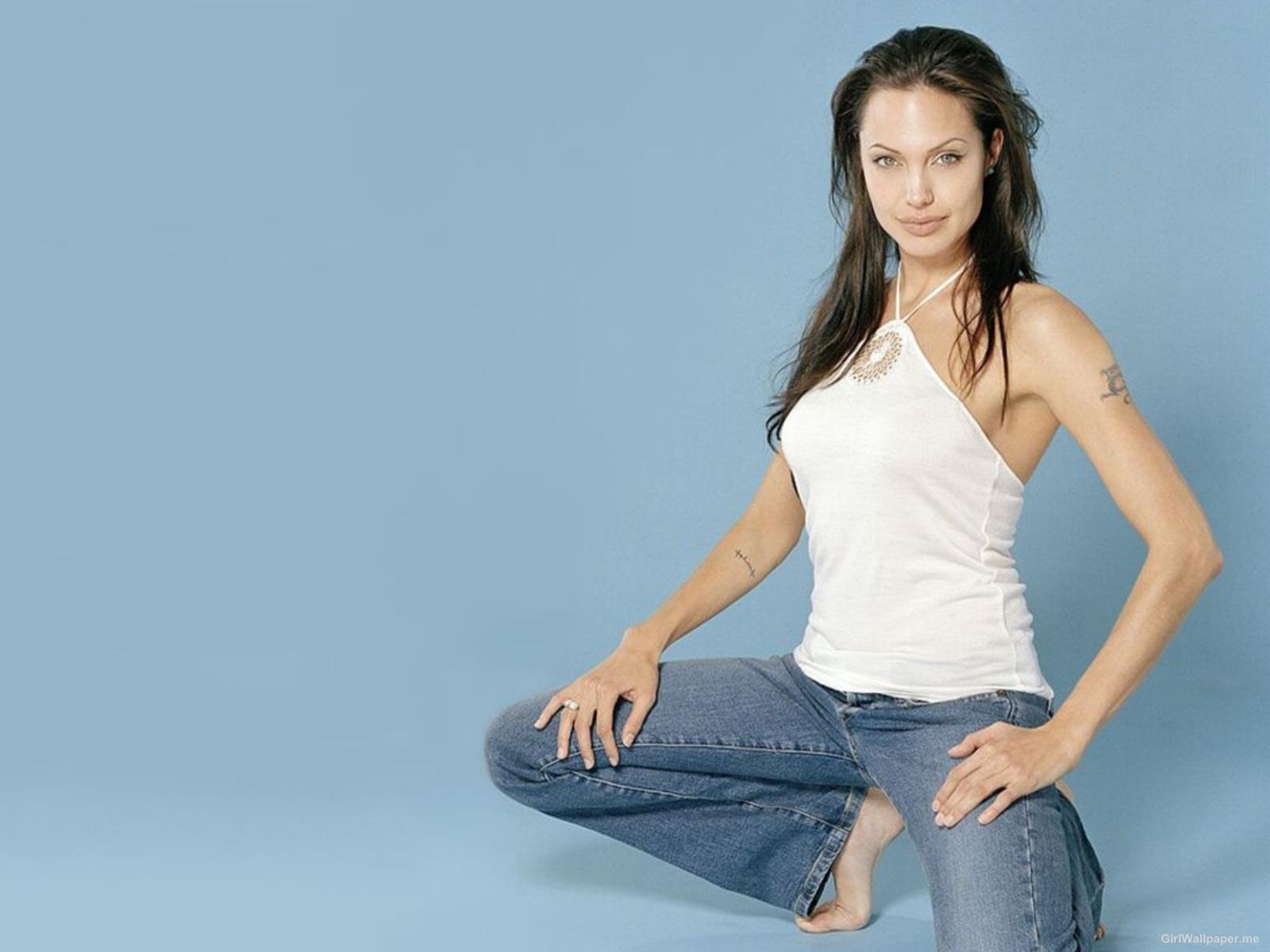 http://3.bp.blogspot.com/-k9Ii4NSWesk/TyABOmPAEAI/AAAAAAAAAU0/RzM94xruzcE/s1600/Angelina-Jolie-Wallpaper.jpg