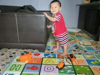 When lil' Amin turns 11 months .... 'aku budak baru belajar'