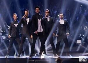Relembrando os momentos mais impactantes do VMA 2013 em vídeos e gifs históricos