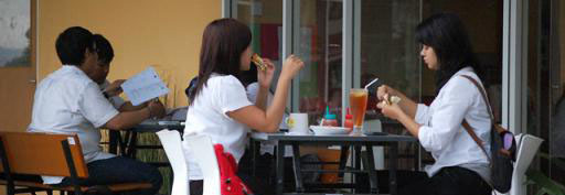 Pola makan mahasiswa dinilai kurang sehat alasannya teladan hidup yang mendorong untuk mengkonsu Tips Pola Makan Sehat bagi Mahasiswa