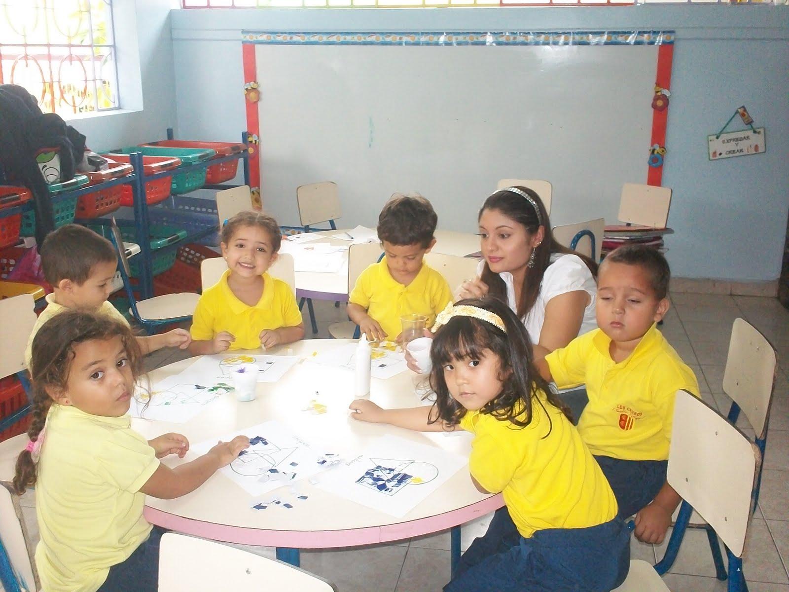 Mis Pequeños Genios: Los niños y niñas identificando las vocales.