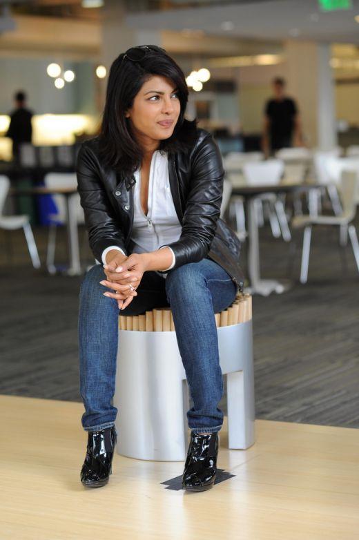 WALLPAPER WORLD: Priyanka Chopra Wiki & Hot Photos