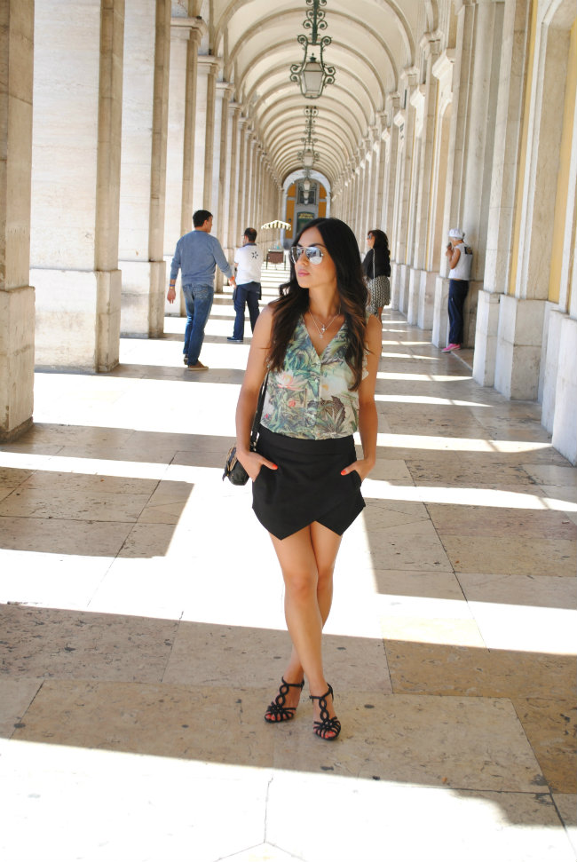 DANIELA PIRES, STREET STYLE, TREND, TENDÊNCIA, BLACK SHORTS SKIRT, ZARA, TROPICAL PRINT, FASHION BLOGGER, ASYMMETRIC SHORTS, SKORT, 2013