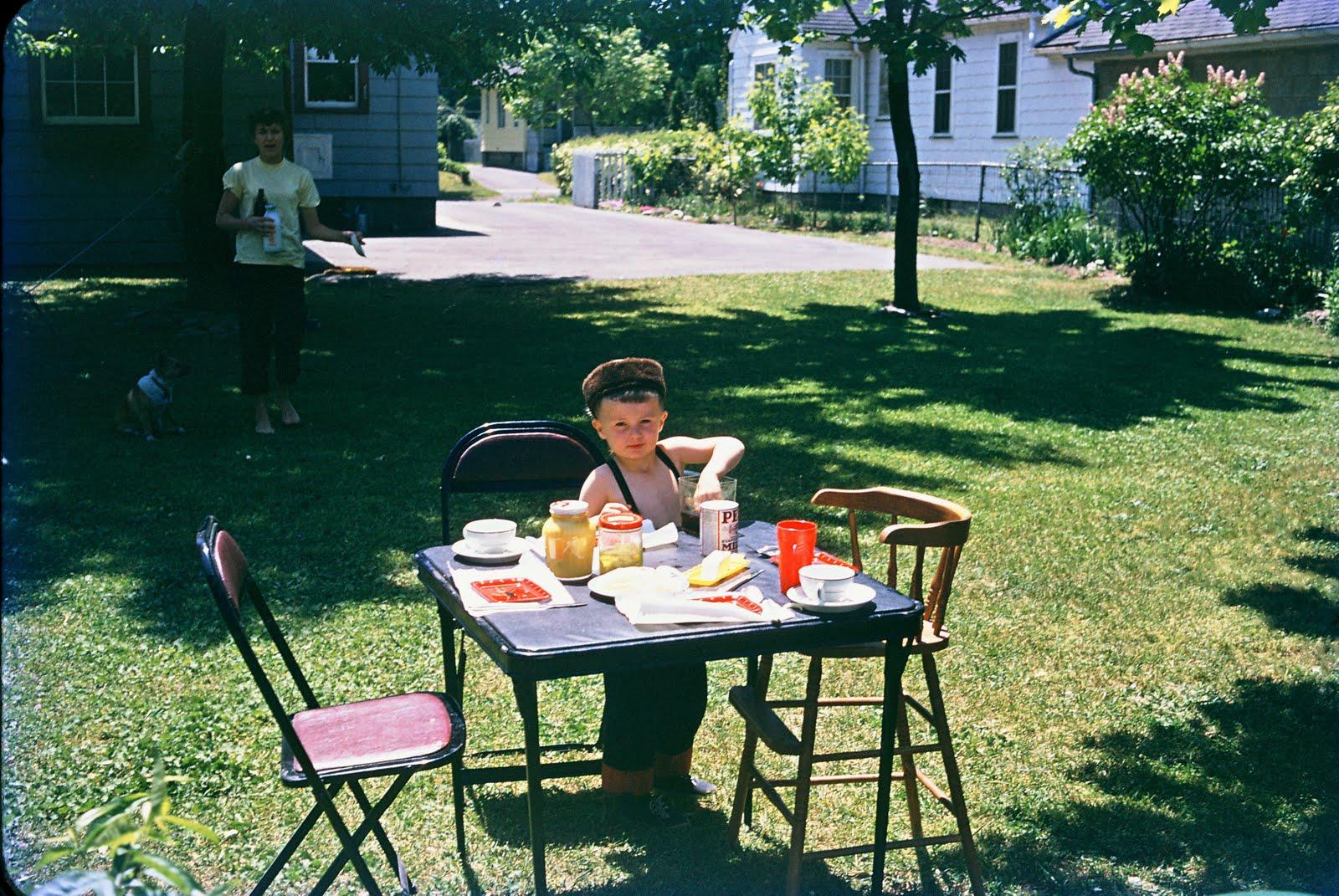 http://3.bp.blogspot.com/-k9m0a6k3pWI/Tcno8HwAb6I/AAAAAAAAD0M/VxmCQtcg4Gk/s1600/Backyard+Picnic.jpg