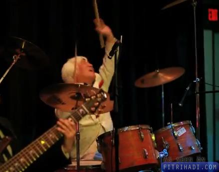 pemain drum curi persembahan penyanyi
