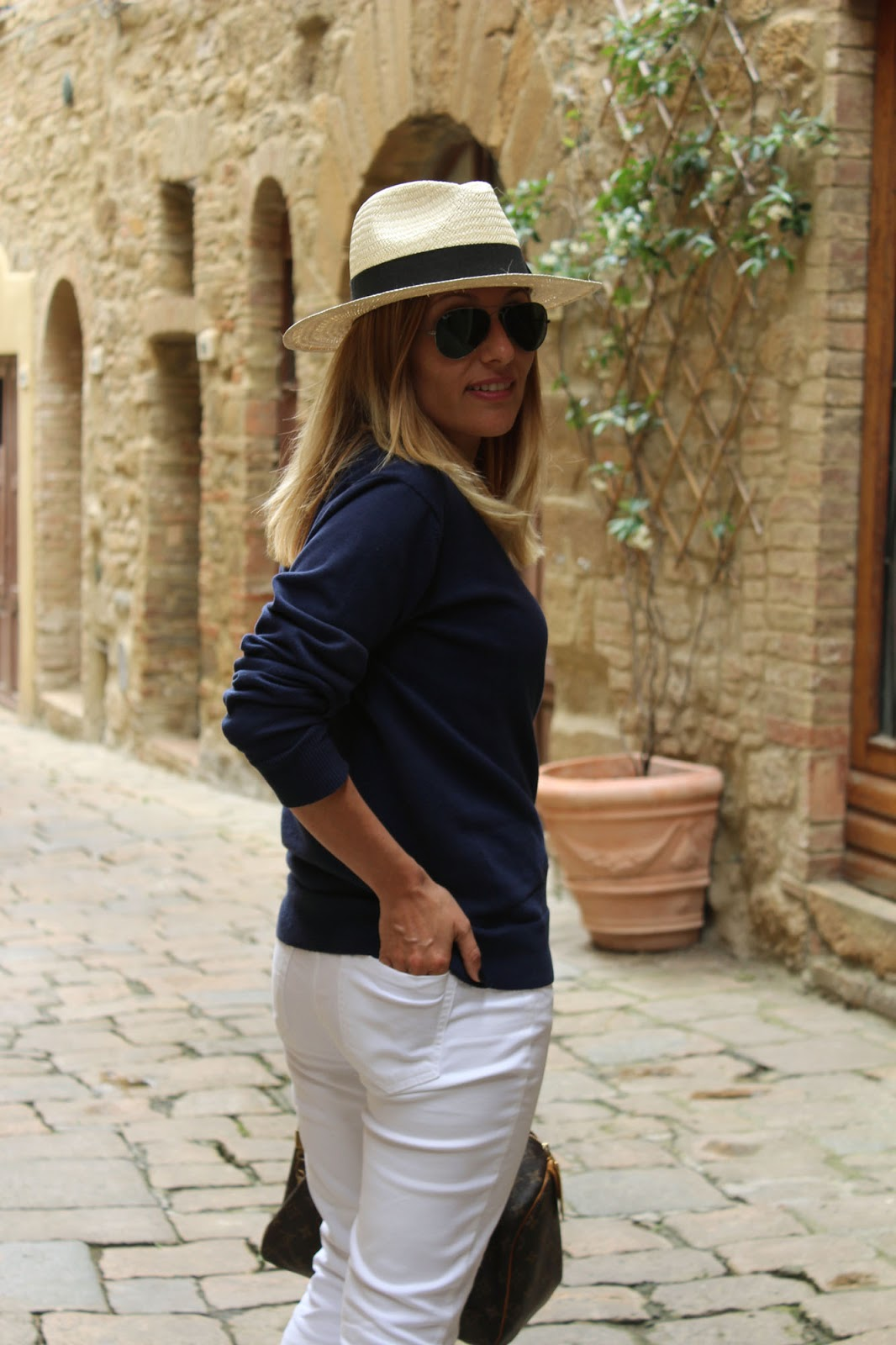 Eniwhere Fashion - Volterra - Blue and white outfit