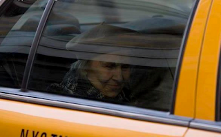 taxi+driver+and+old+lady+story.png