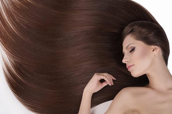 Quais alimentos contribuem para o crescimento dos cabelos?