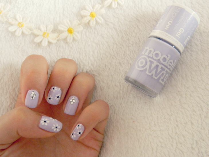 Love From Lisa Nails of the Week: Jewels & Daisies. Models Own Hyper Gel