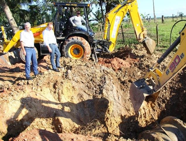 Prefeitura inicia serviços de recuperação da estrada que liga ao bairro Baissununga