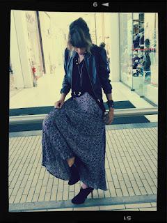 saia longa com jaqueta de couro