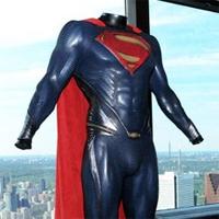 """El traje del """"Hombre de Acero"""" en Parque Warner Madrid"""