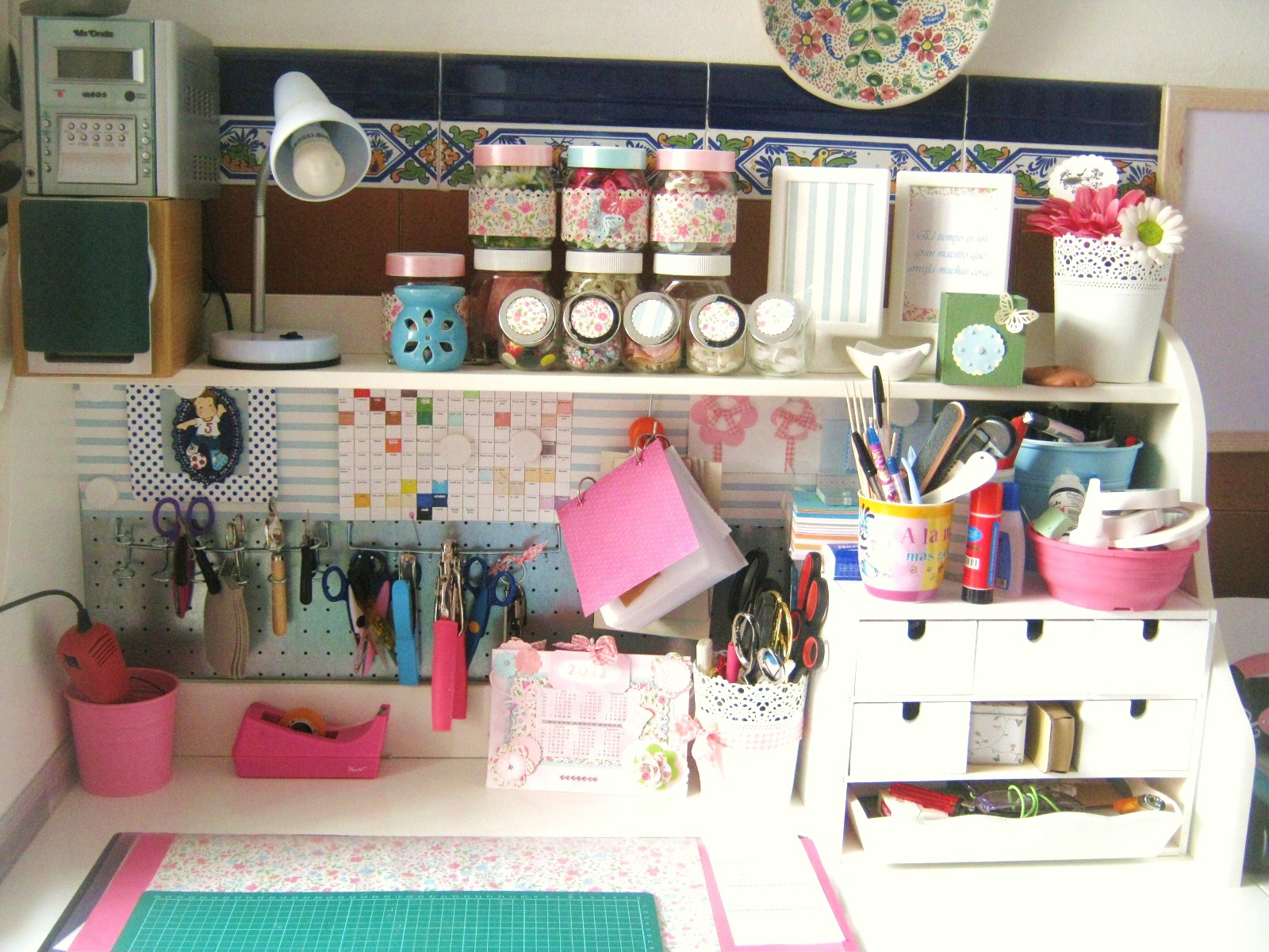 Chocolate y burbujas taller scraproom cuarto de plancha etc habitaci n multiusos - Manualidades para la habitacion ...