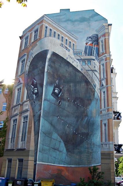 Escaleras multicolores. Arte callejero, street art