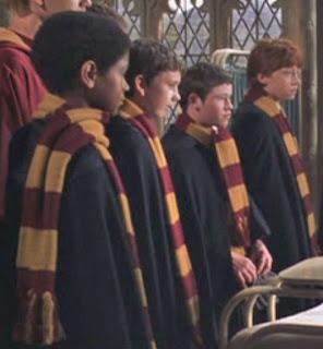 http://3.bp.blogspot.com/-kBBvBma5unI/TigqZ0sXRKI/AAAAAAAAAbw/Ovy8HXPH3sY/s1600/hp2-hogwartsscarves.jpg