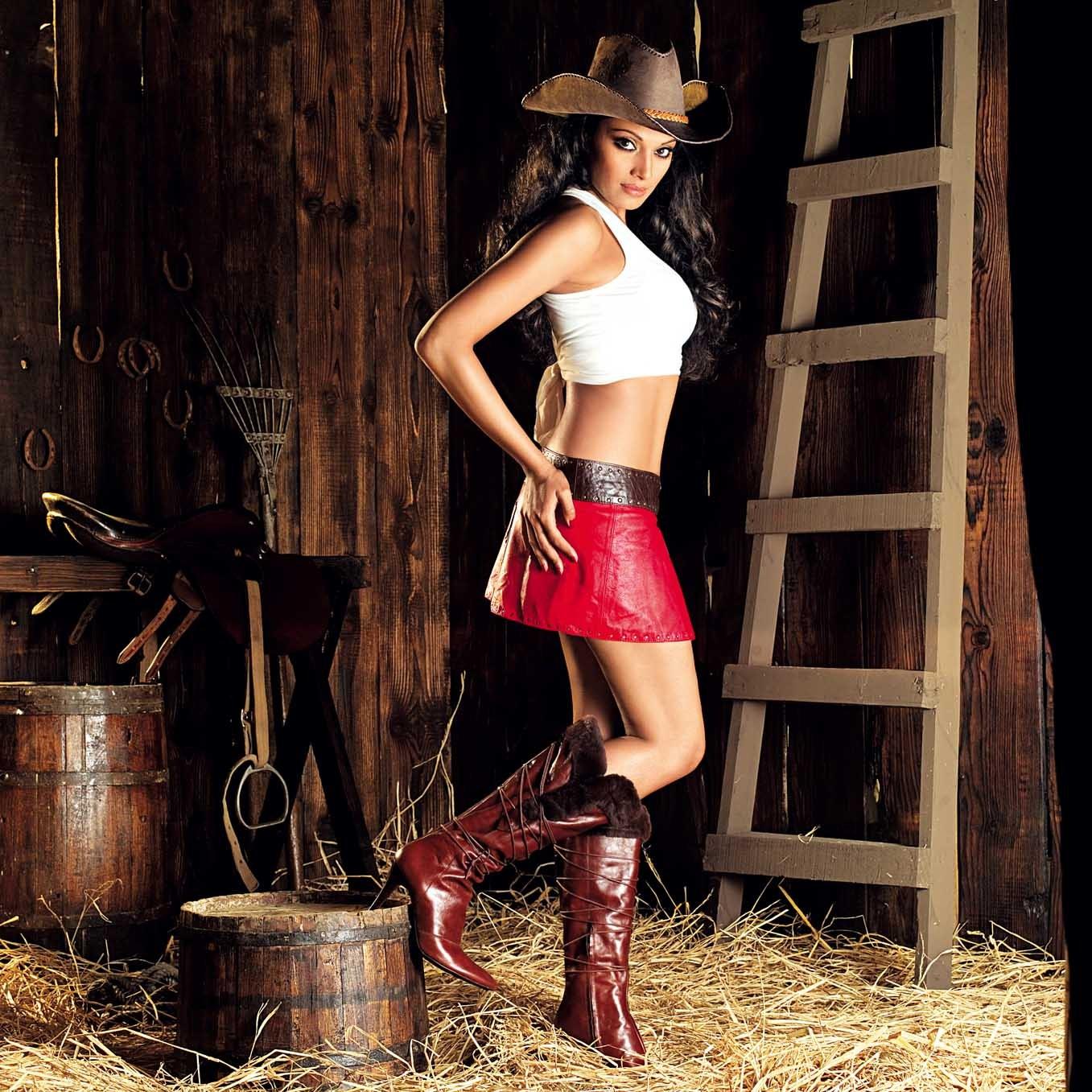 http://3.bp.blogspot.com/-kBNOV-NQ-BI/TueG2Fa1K4I/AAAAAAAAK4A/PgljqTR-_wk/s1600/Bipasha_Basu%2B_beautiful_girl_Wallpapers_legs.jpg