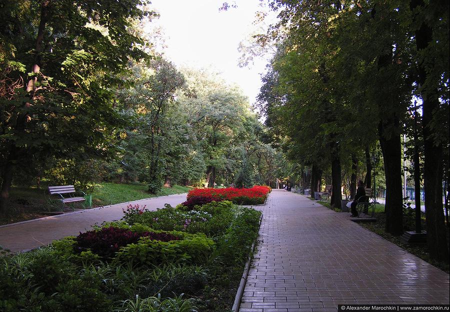Пешеходная дорожка в Курортном парке, Ессентуки