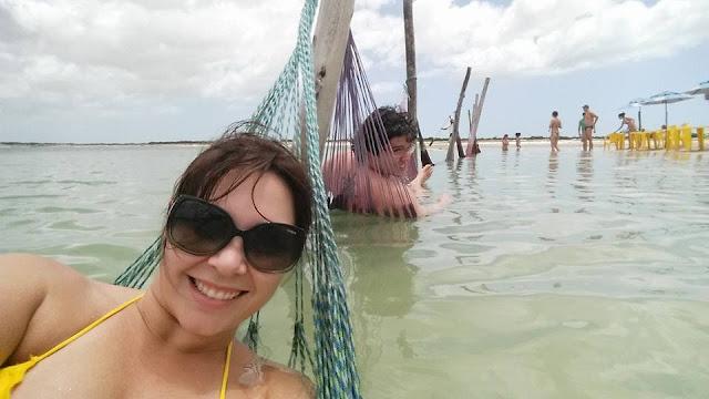 Lua de mel - Jericoacoara. Ceará, bodas de papel, 1 ano de casados, viagem, econômica, praia, sol, romântica, lagoa azul, rede dentro da água
