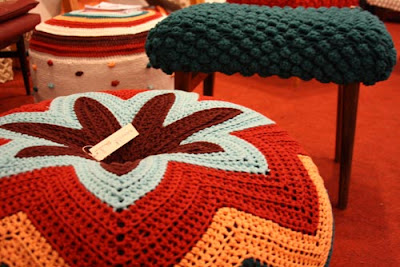 http://3.bp.blogspot.com/-kBXh9ryazJ8/TmrMVYOzr-I/AAAAAAAAASQ/ef4GJ0NRFbM/s1600/craft-2010-almofada-trico-colorida_25.jpg