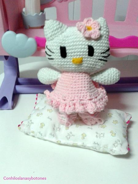 Hello Kitty bailarina Con hilos, lanas y botones