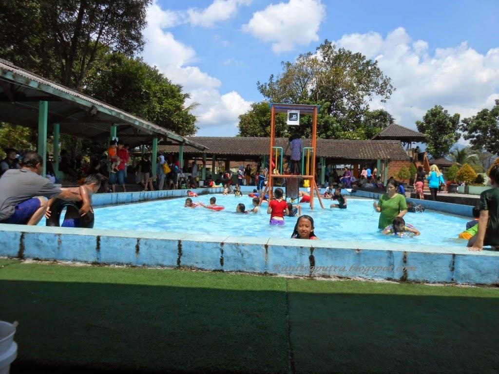 kolam renang setengah meter
