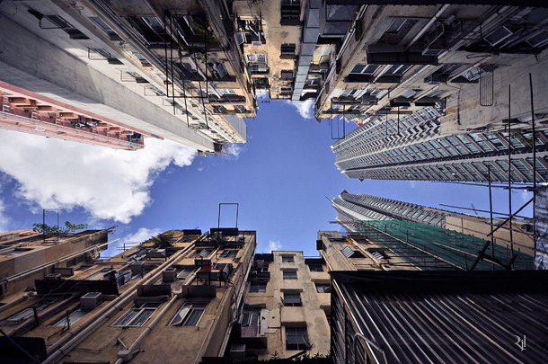 Hong Kong from below - Fotografia de Romain Jacquet-Lagrèze