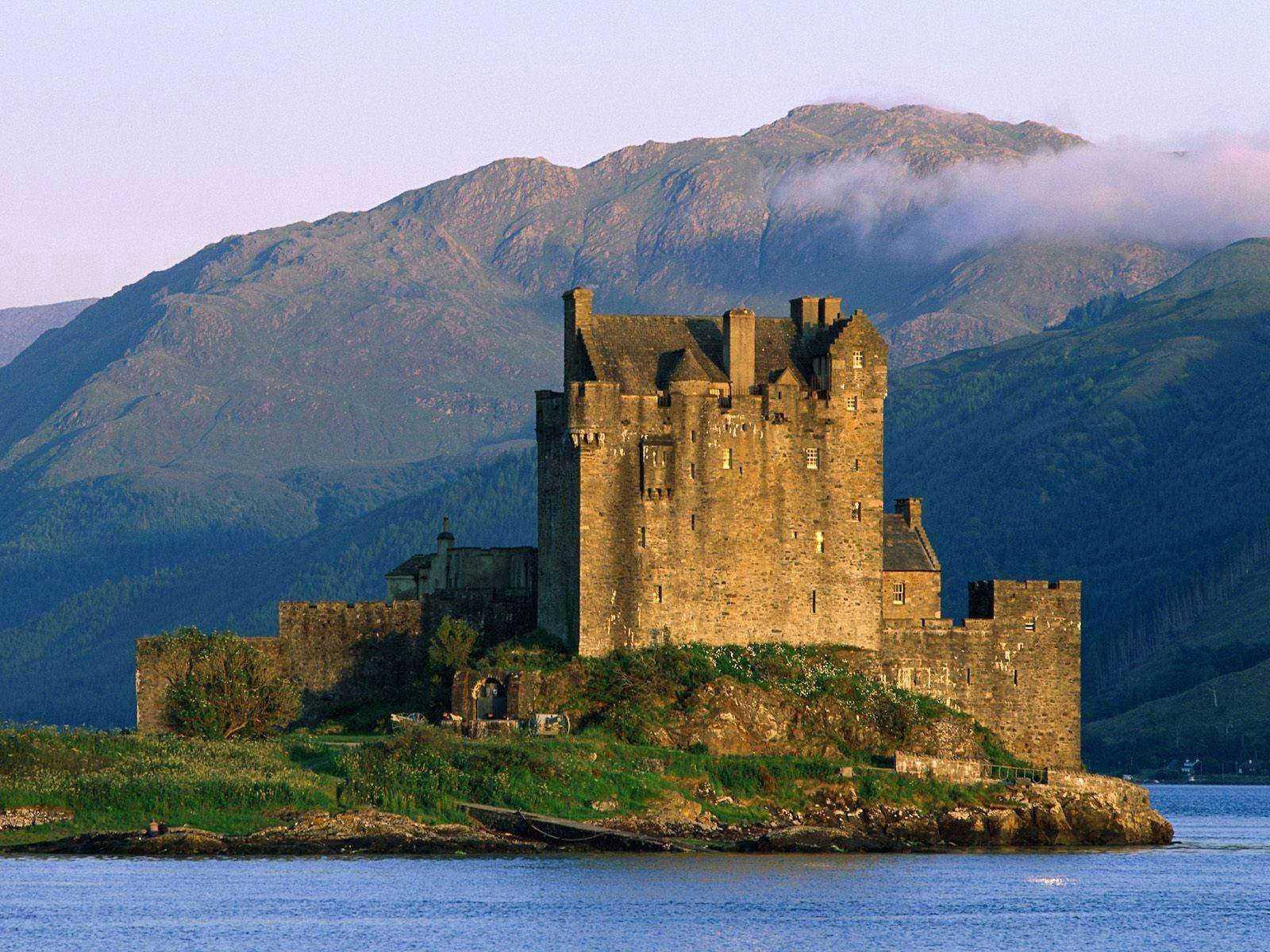 http://3.bp.blogspot.com/-kCJ7rHOZA7Q/TuCGTmAFrfI/AAAAAAAAFG4/BgCQ3HSwV0Y/s1600/Castle-Wallpaper-8.jpg