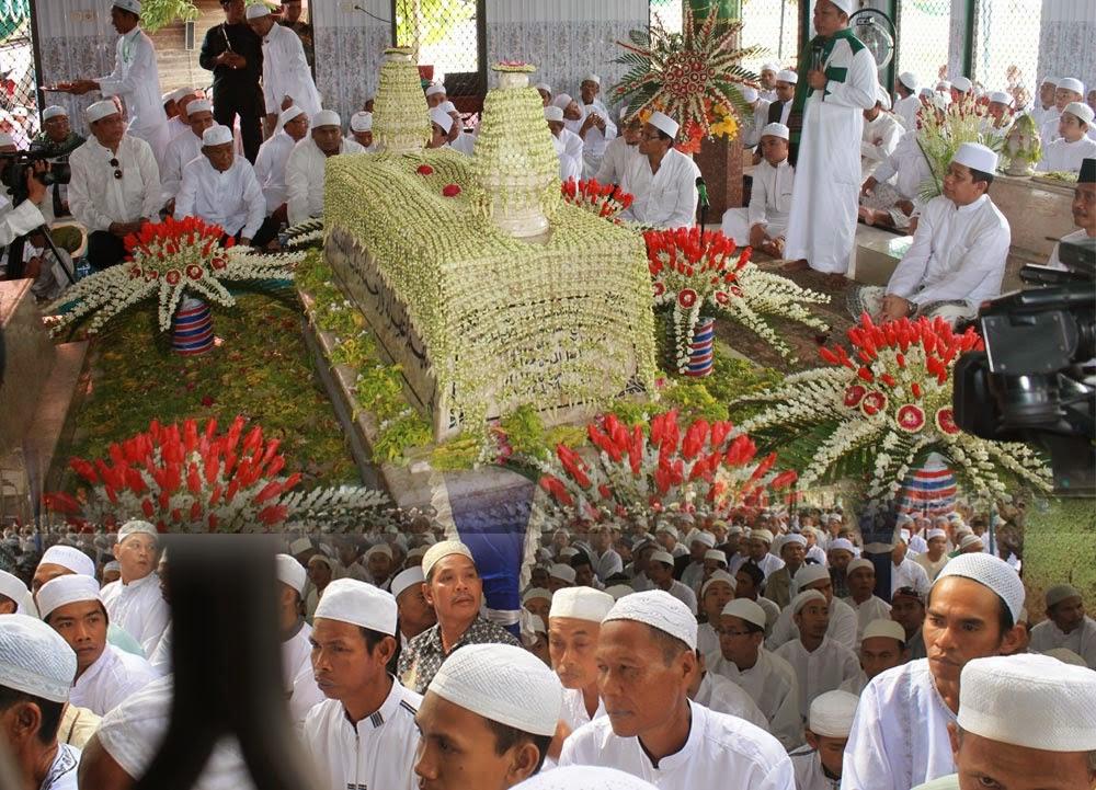 Haul kedua Guru H Ahmad Bakeri, Minggu (11/1) dibanjiri ribuan jemaah. Meski Acara dimulai pukul 08.30 Wita, namun jemaah sudah mulai berdatangan sejak pagi. Bahkan beberapa jemaah perempuan sudah hadir sebelum Salat Subuh.