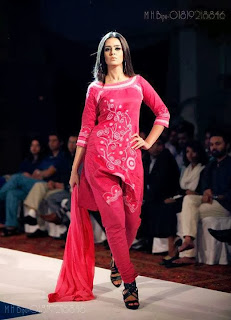 Bangladesh+Ramp+Model+Girl+Ruma+Shows+Fashion+In+Live+Stage+Photos+collection002