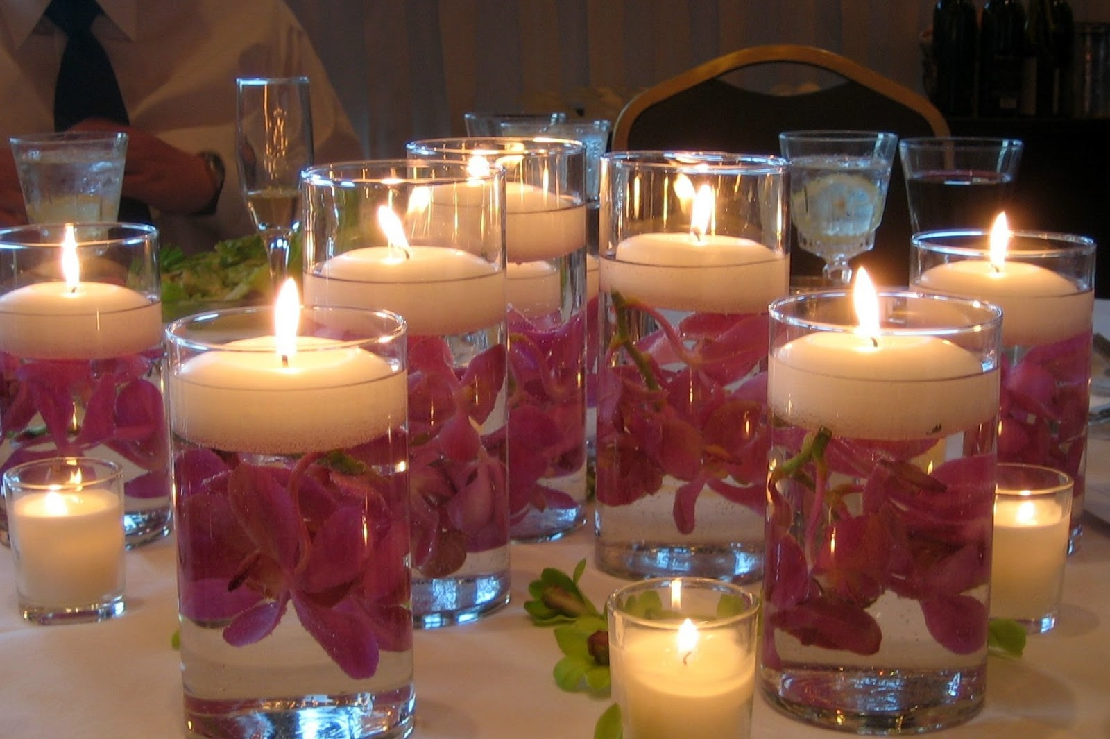 Dining table candle centerpieces - Floating Candles Centerpiece